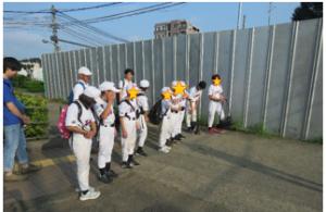 ユニフォームを着て並ぶ選手たち