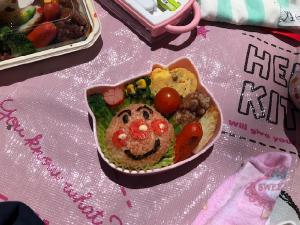 キャラクターを模したお弁当の写真