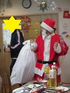 サンタさんがプレゼントを配る様子1