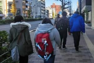 東京大学へ向かう様子