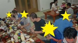 食事をしている写真