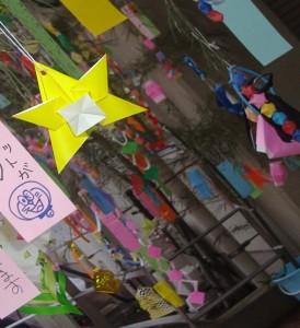 笹飾りと短冊の写真