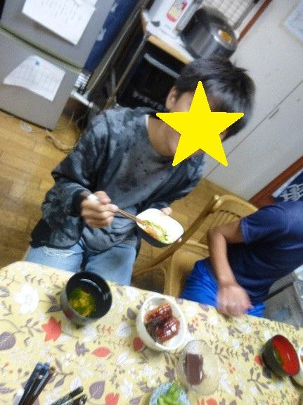ご飯を食べている様子3
