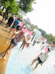 水遊びをしている写真